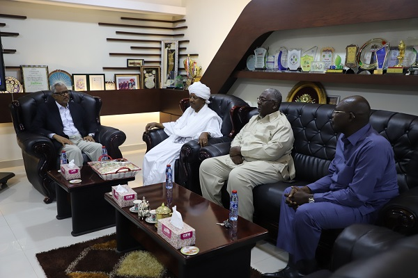 the-iua-vice-chancellor-receives-a-delegation-from-al-maktoum-charity-organization