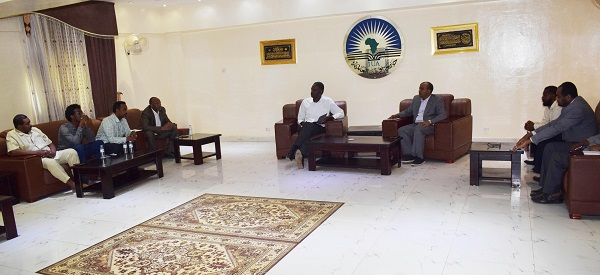 the-iua-deputy-vice-chancellor-academic-affairs-chairs-the-meeting-of-the-development-of-electronic-systems-in-the-university